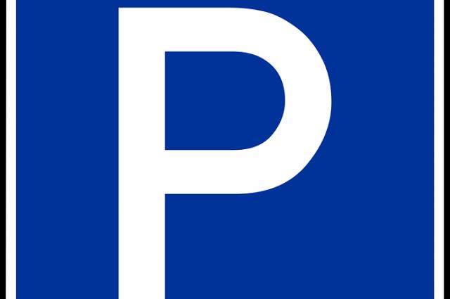 Водитель Ниссана повредил еще 2 авто на парковке