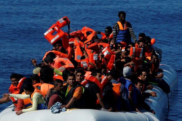 Около трех тысяч мигрантов спасли у берегов Ливии за день
