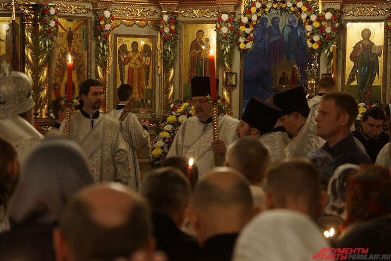 В Пасху верующие приветствуют друг друга пасхальным словами «Христос воскресе!», на что отвечают «Воистину воскресе!», сопровождая приветствие троекратным поцелуем.