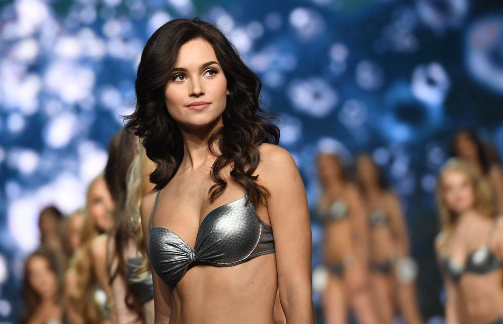 Выступление финалисток конкурса «Мисс Россия-2017» вконцертном зале «Барвиха».