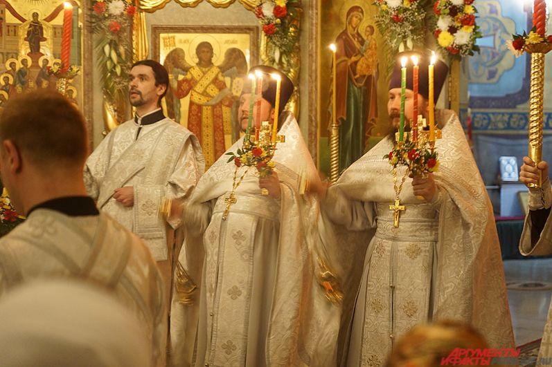 Стоит отметить, что наступлению религиозного праздника верующие красят яйца и пекут куличи.