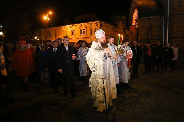 Губернатор принял участие в Крестном ходе и торжественном Пасхальном богослужении.