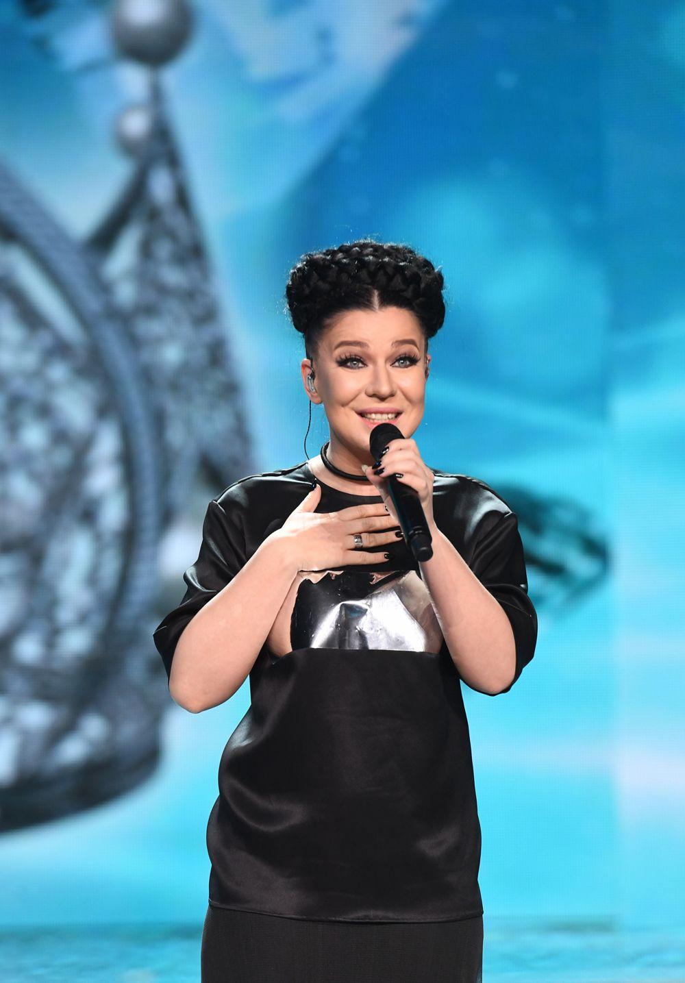 Певица Ёлка выступает вфинале конкурса «Мисс Россия-2017» вконцертном зале «Барвиха».