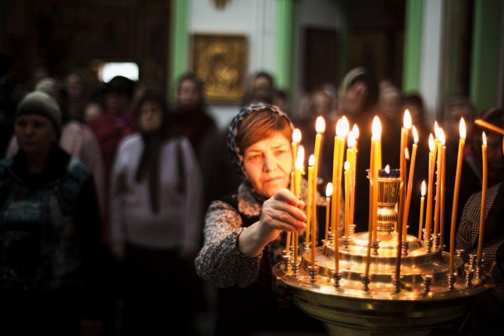 Тясячи верующих пришли в Пасхальную ночь в храмы, чтобы поклониться Воскресению Христову.