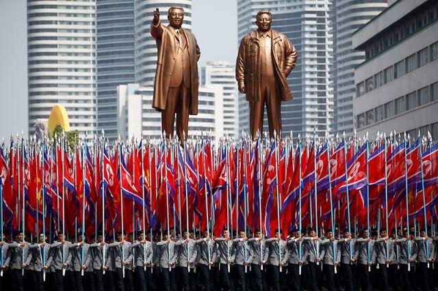 КНДР навоенном параде показала несколько типов собственных ракет