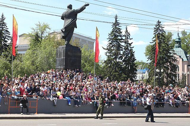 Памятник Ленину в Иркутске.