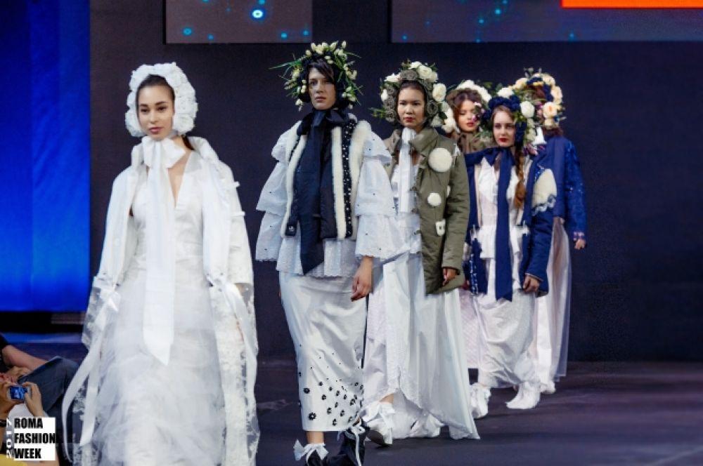 Кстати, это была единственная коллекция с русским колоритом на неделе моды.