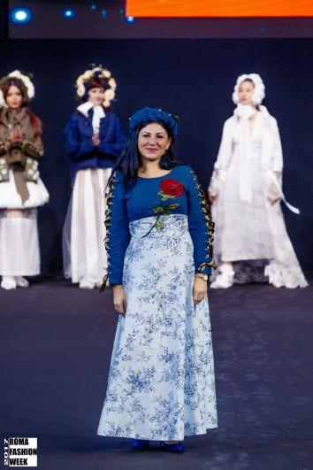 В коллекции также представлены оригинальные платья.