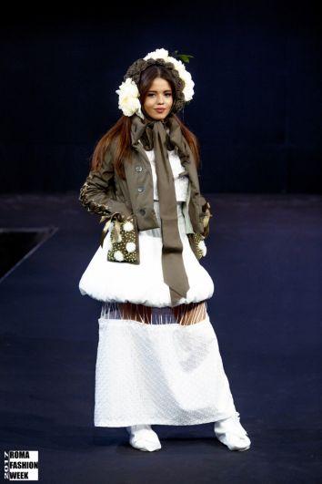 Необычные телогрейки, украшенные кружевом, мехом и вышивкой удивили на Недели моды в Риме бывалых дизайнеров.