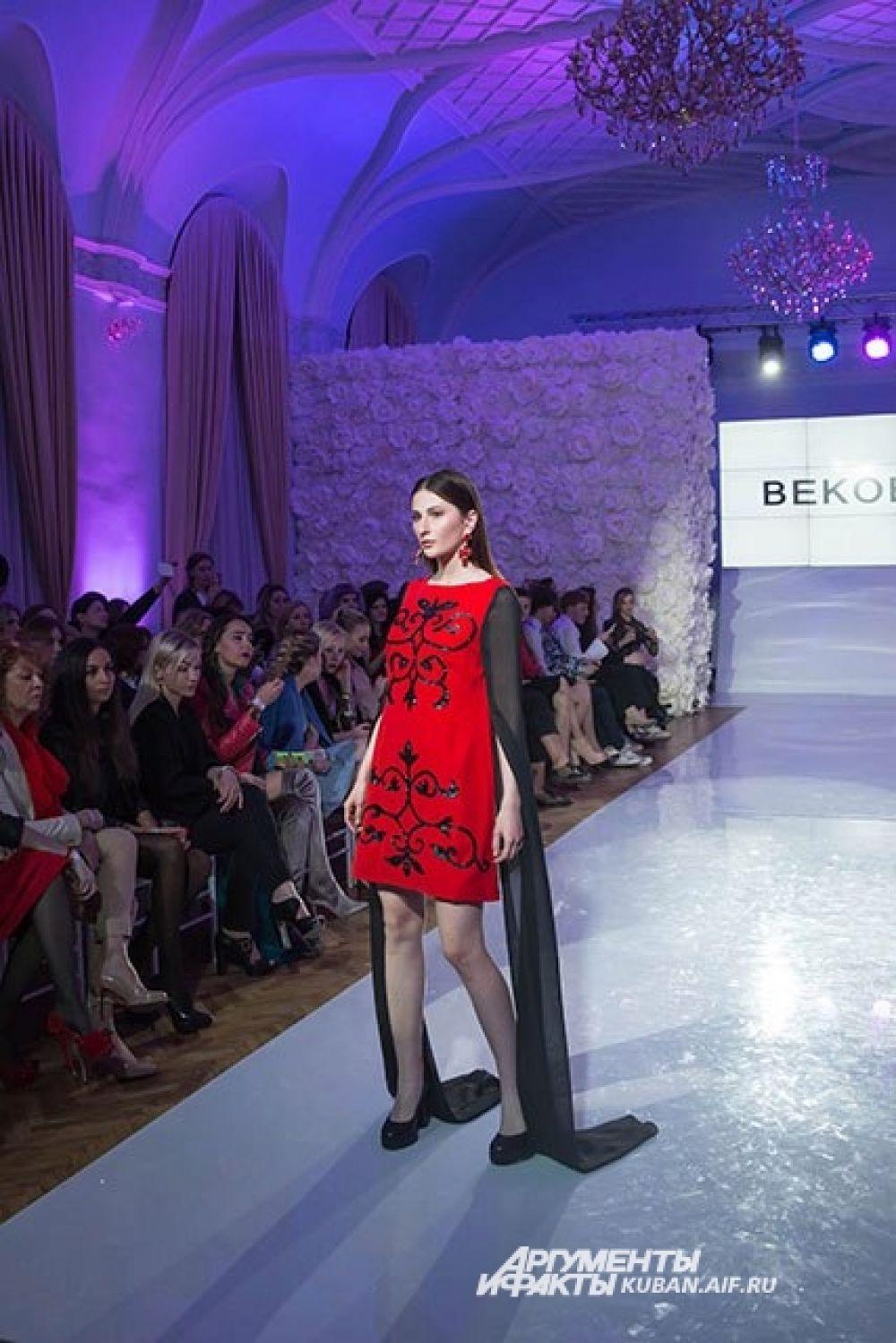 Красный - любимый цвет дизайнера из Цхинвала Хоха Бекоева.