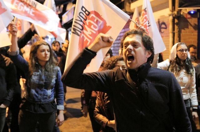 ВТурции оппозиция сообщила , что будет оспаривать результаты референдума