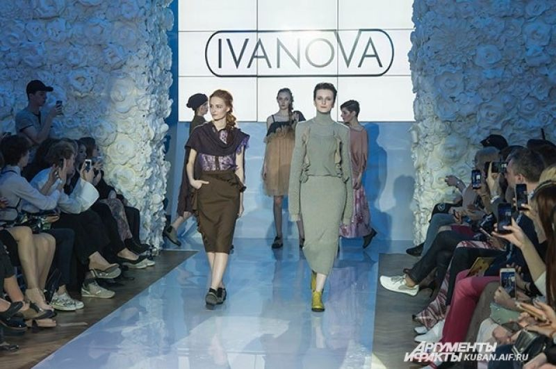 Заключительный выход моделей Юлии Ивановой.