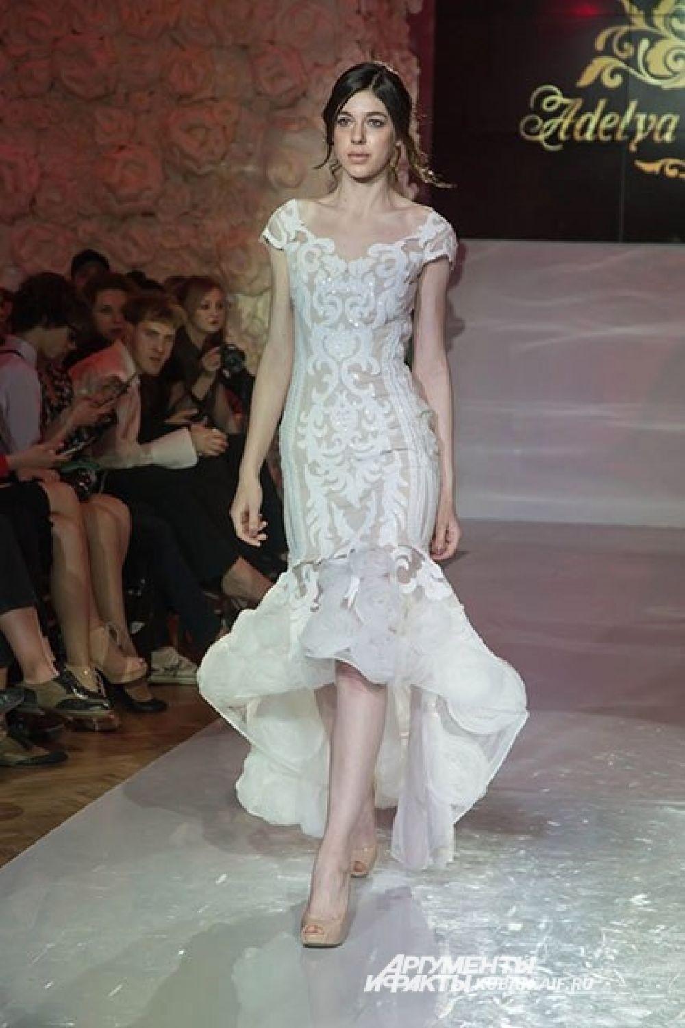 Аделя шьет изящные вечерние платья нежных расцветок.