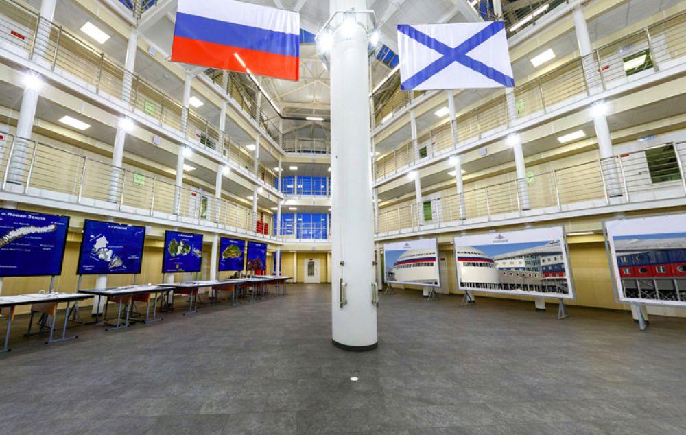 Атриум на 1 этаже административного блока.