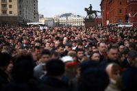 Участники акции памяти и солидарности «Питер - Мы с тобой!» в Москве.