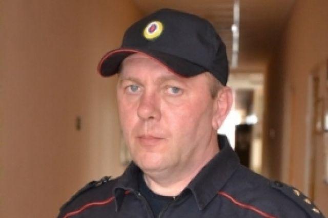 Василий Полюхович  ликвидировал очаг возгорания и вынес женщину на улицу. Пострадавшую он передал врачам «скорой помощи».
