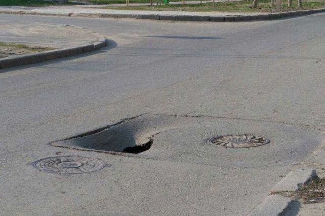 ВСамаре наЗаводском шоссе пассажирский автобус провалился вяму