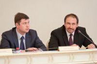 Алексей Песошин справа.