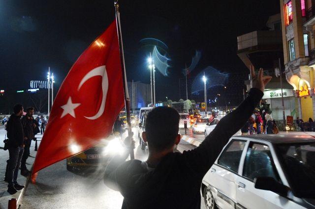 Оппозиция Турции направила визбирком требование отменить результаты  референдума