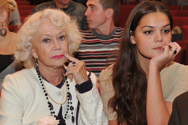Светлана Немоляева: внучку я не критикую. Знаю, как это ранит