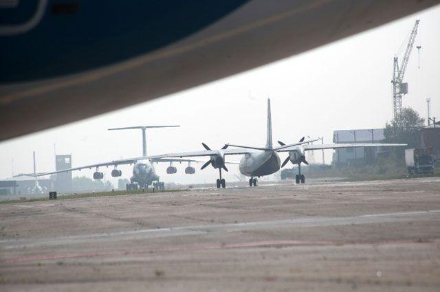 ВИркутске из-за снегопада иветра закрыли аэропорт