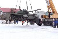 В Надымский район прибыло два танка.