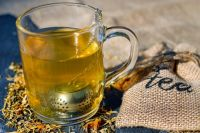 Чай с лимоном и малиновым вареньем не могут быть панацеей при простудах.