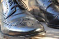 Регулярно ухаживая за обувью,вы сохраните её прекрасный внешний вид надолго.