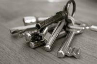 Ключи от квартир получают далеко не все сироты.