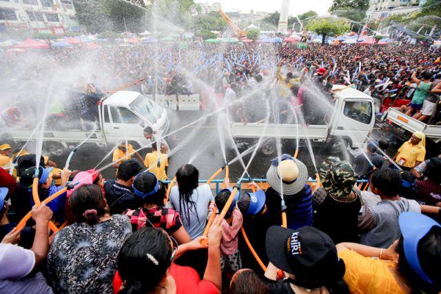 Водный фестиваль Тинджан в Мьянме