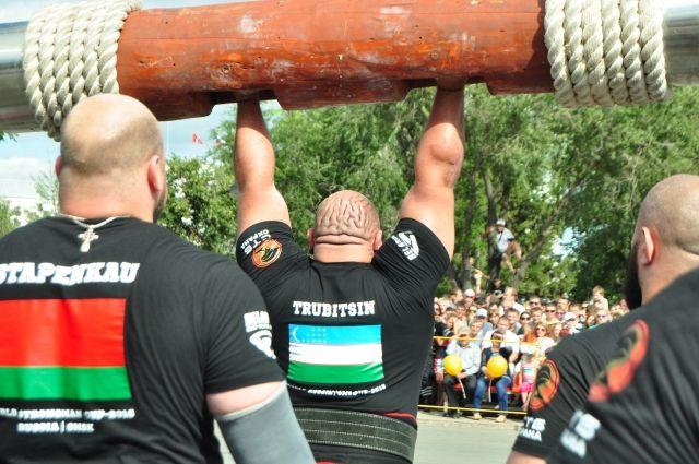 Силовой экстрим популярный в Омске вид спорта.