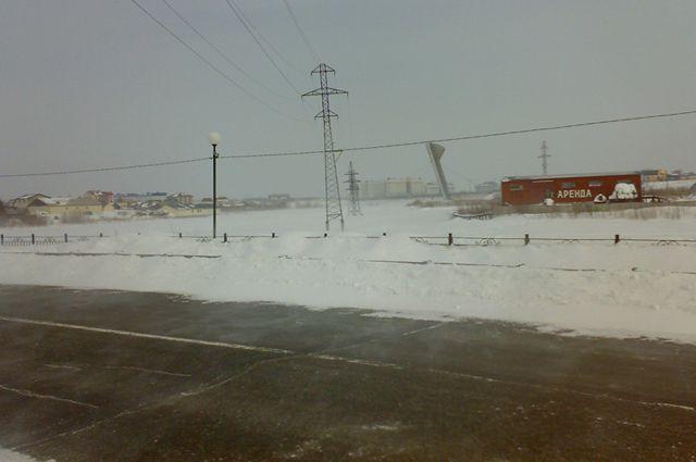 Салехардские коммунальщики пока не могут посыпать дороги протовогололедным составом.