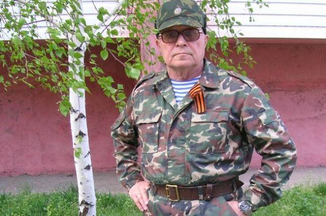 Во время командировки в Чечню Столярову подарили военную форму.