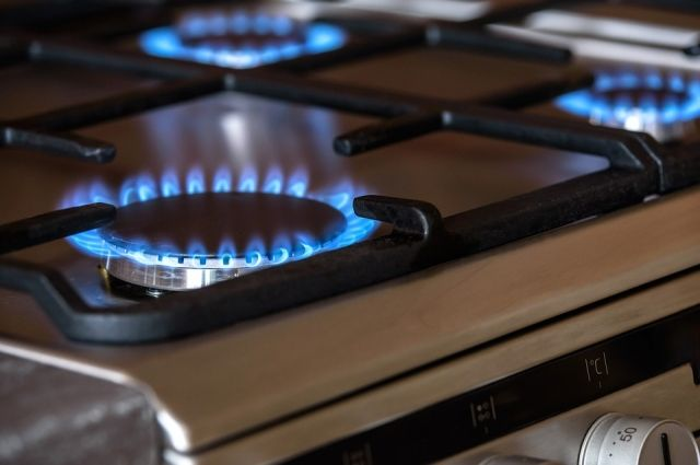 В Адамовском районе супруги-пенсионеры отравились природным газом