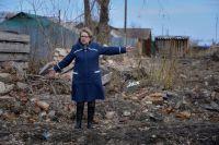 Глава Козыревского сельского поселения Елена Латыпова хочет убрать помойку в самом центре посёлка Мирного, рядом с детской площадкой.