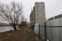 Челябинцы считают, что многоэтажку строят слишком близко к воде.