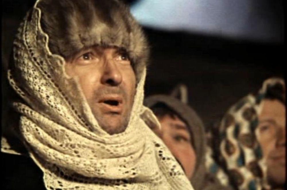«Джентльмены удачи», 1971 г. Фильм и сегодня является одним из самых популярных в нашей стране, а уж в 1972 году его и вовсе посмотрели более 65 миллионов зрителей. Георгий Вицин исполнил комическую и одновременно трагическую роль уголовника Хмыря.