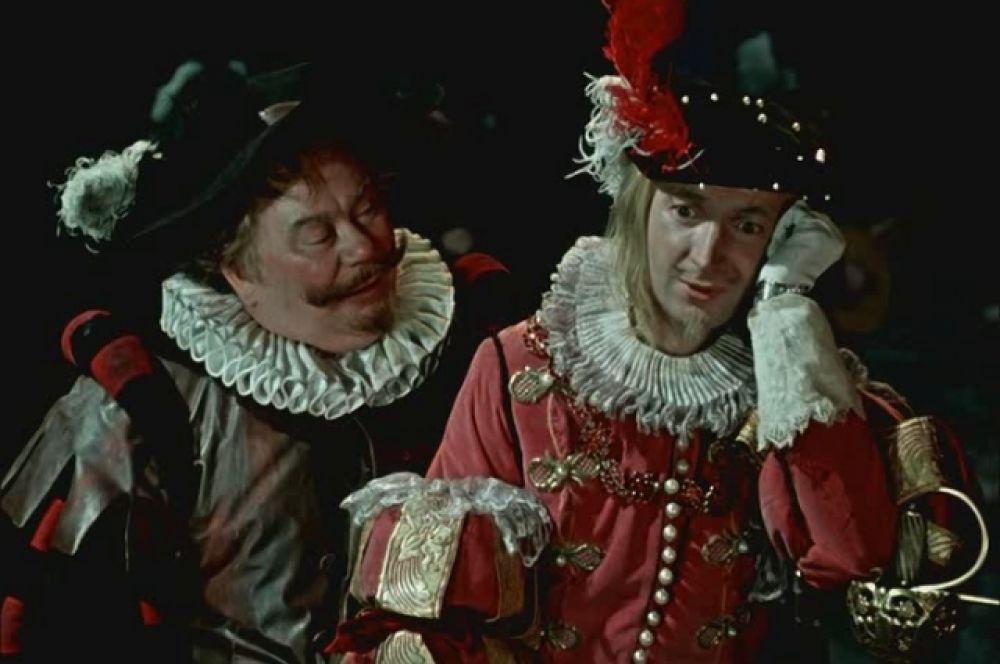 «Двенадцатая ночь», 1955 г. Фильм, ставший лидером проката 1955 года - его посмотрели почти 30 миллионов зрителей – снят по одноимённой пьесе Шекспира. Вицин сыграл в нем рыцаря сэра Эндрю Эгьючийка.