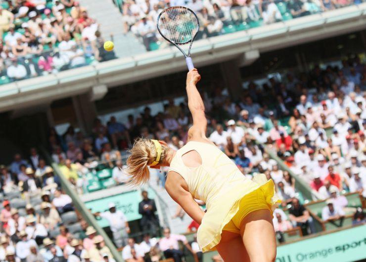 2011 год. Мария Шарапова в полуфинальном матче Открытого чемпионата Франции по теннису («Ролан Гаррос») против китаянки Ли На.