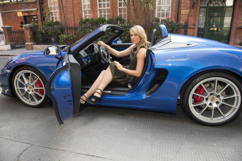 2015 год. Мария Шарапова во время фотосессии для Porsche в Лондоне.