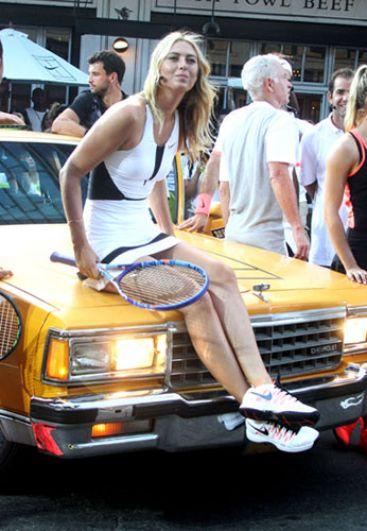 2015 год. Мария Шарапова приняла участие в мероприятии по уличному теннису в Нью-Йорке.