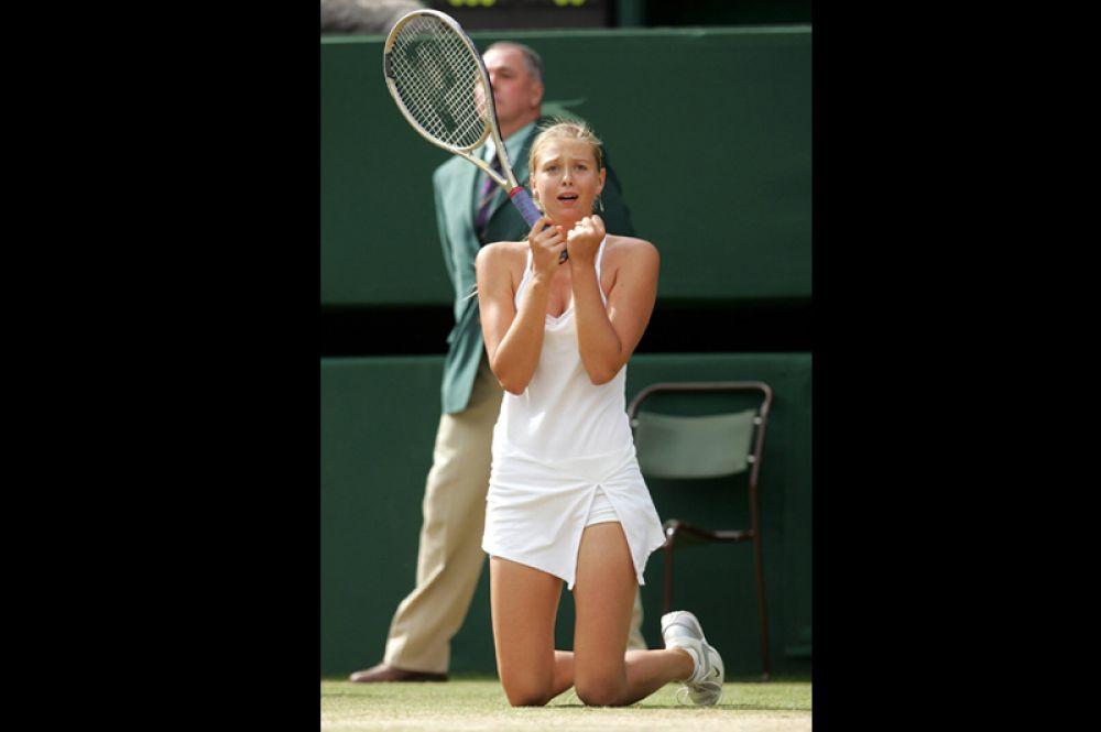 2004 год. Мария Шарапова на победном для себя Уимблдонском турнире.