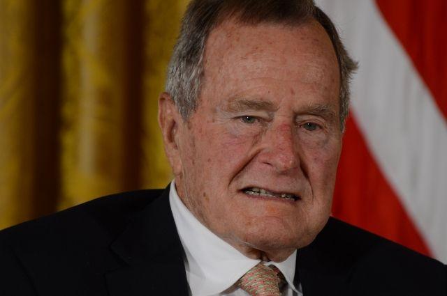 Джордж Буш-старший вновь попал в больницу