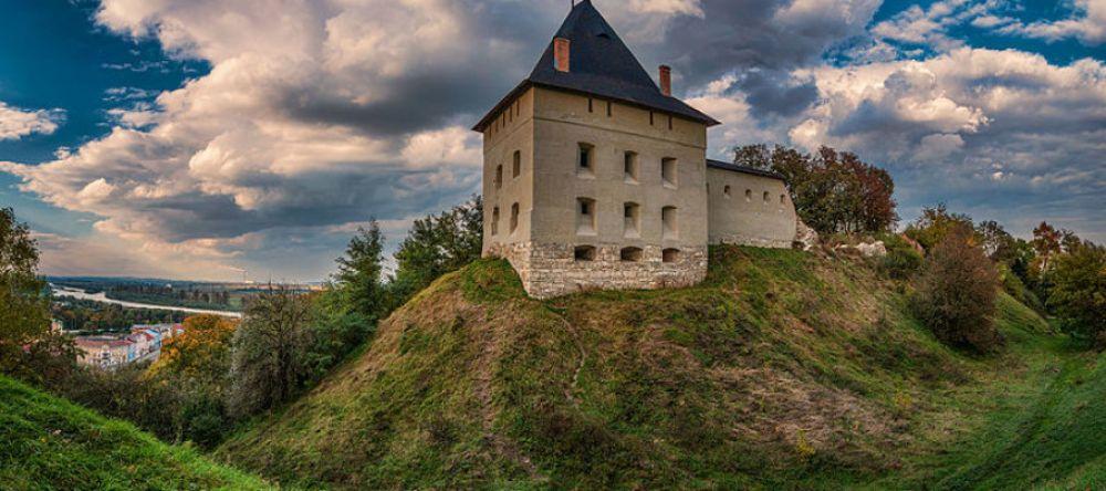 Город Галич - это бывший центр Галицко-Волынского княжества. До сих пор здесь сохранилась Церковь Рождества Христова и Галицкий замок