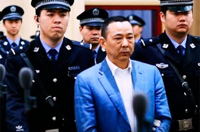 Миллиардер Лю Хань рыдал,когда его приговорили к смертной казни.