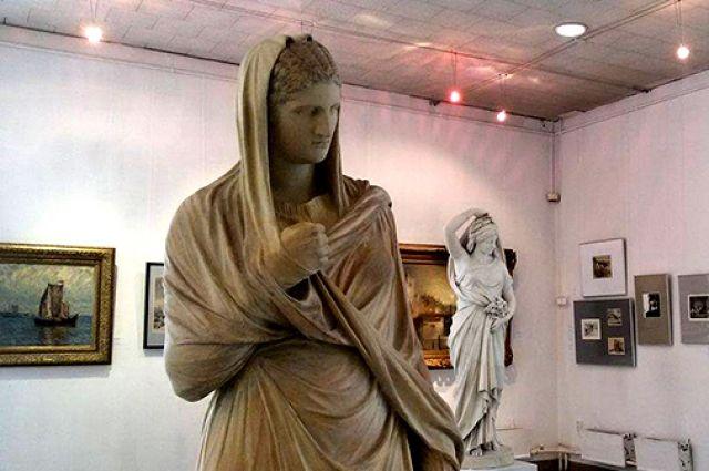 Калининградская художественная галерея выкупила у частника старинную статую Большой Геркуланки.