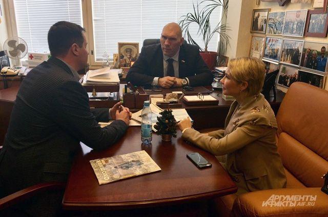 Владислав Жуков, Николай Валуев и Марина Мишункина.