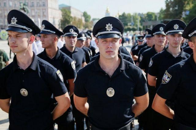 Листья калины иягоды: Кабмин утвердил новые субъекты  униформы полицейских