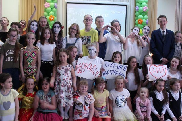 Школьники собрали деньги для помощи больным детям.