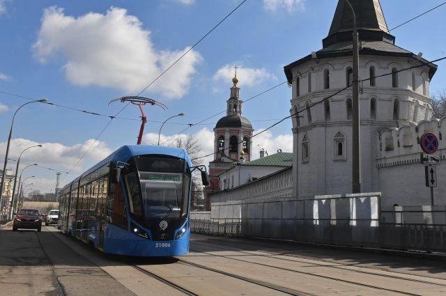 Трамвай «Витязь» на маршруте.